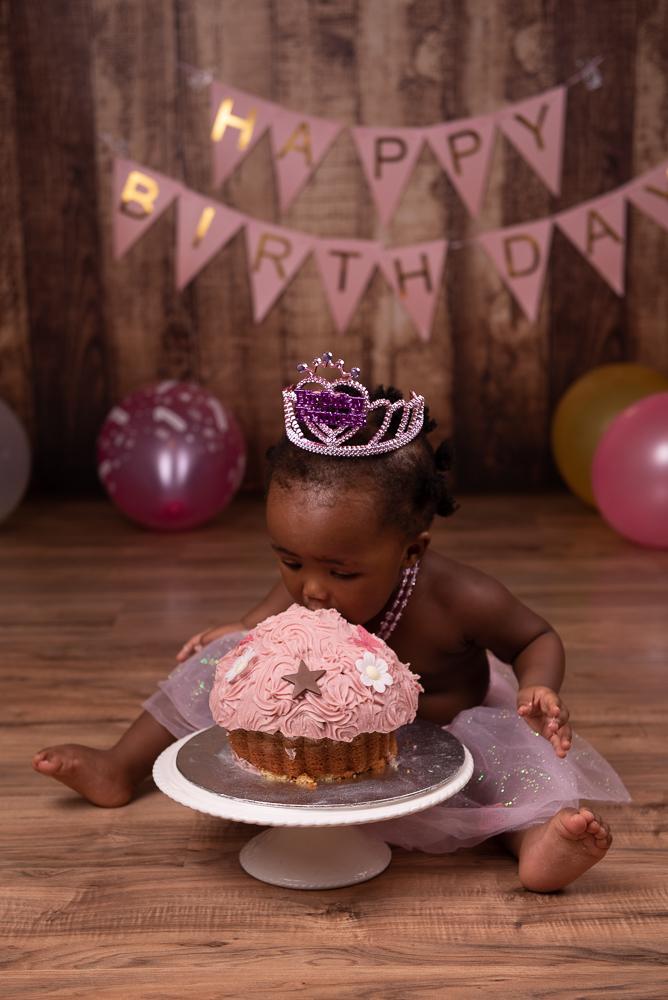 cake smash for little girl's first birthday