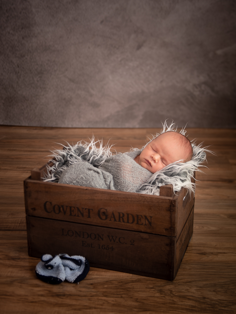 baby photo shoot wooden crate